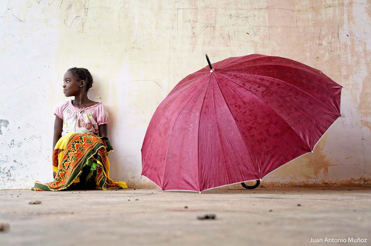 Chica del paraguas