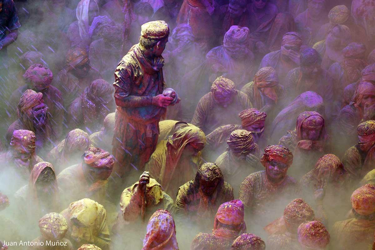 Holi en el templo