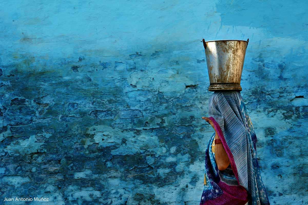 Llevando agua India