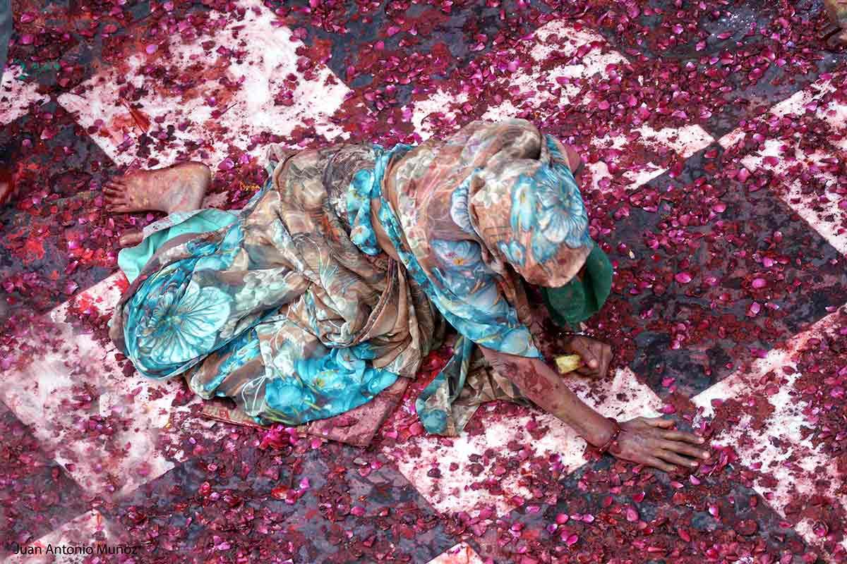 Rezo en el templo en India