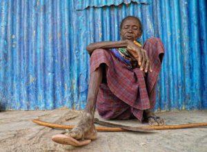 Anciana descansando Kenia
