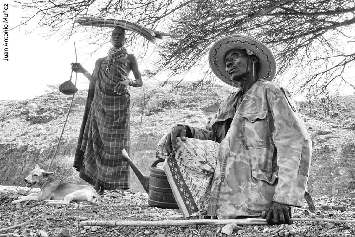 Descanso bajo árbol Kenia