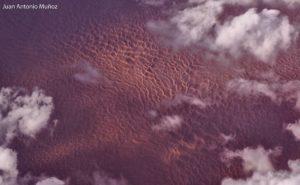 Dunas y nubes en el Sahara