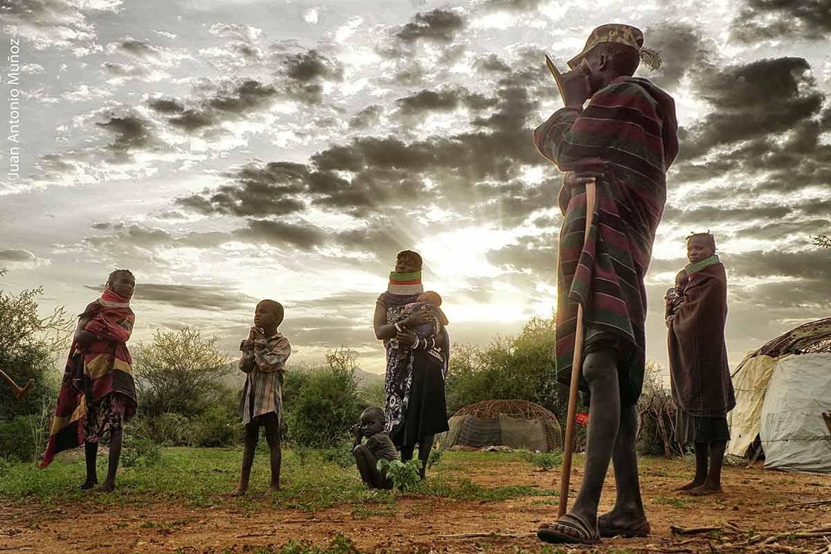 Familia atardecer Turkana Kenia