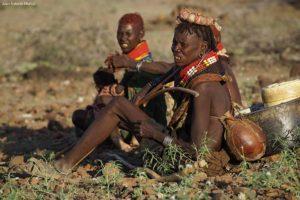 Turkanas en descanso Kenia