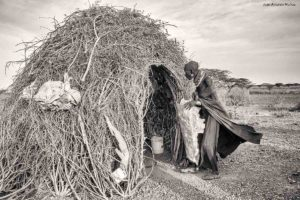 Entrando en choza Kenia