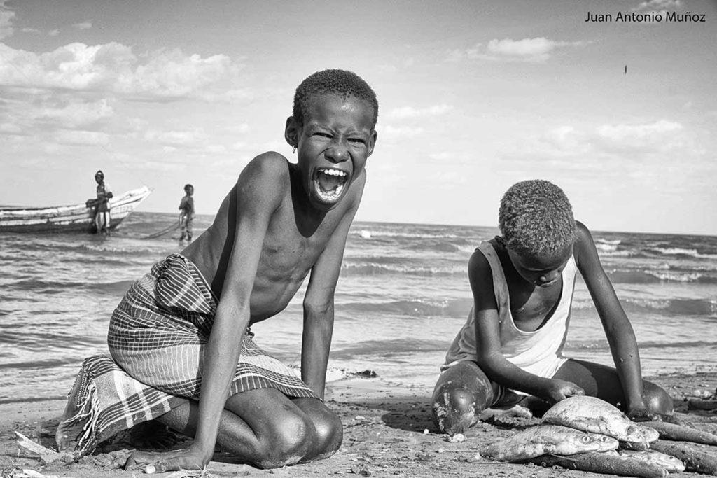 Limpiando pescado Kenia