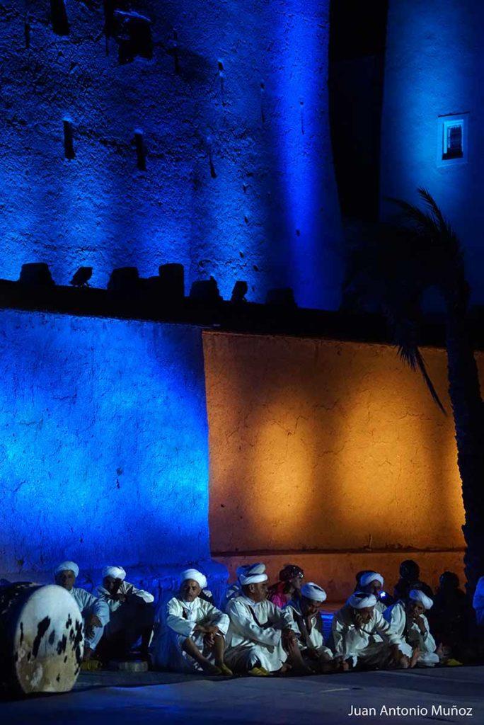 Ahwach bajo la kasbah