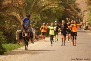 Carrera pasando por Agdz Marruecos