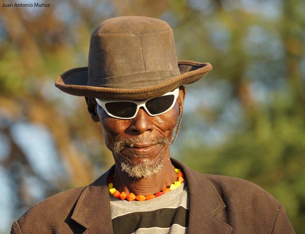 Turkana con gafas Kenia
