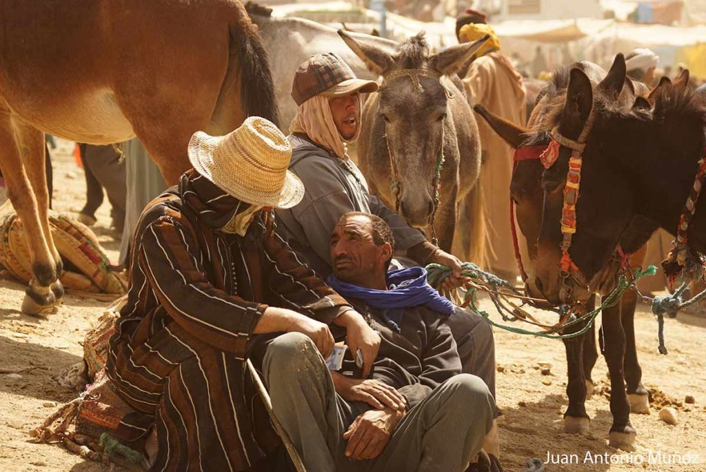Cerrando trato en Imilchil Marruecos