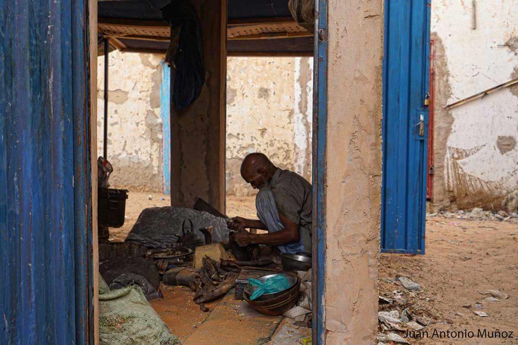 Artesano en Boutilimit. Mauritania