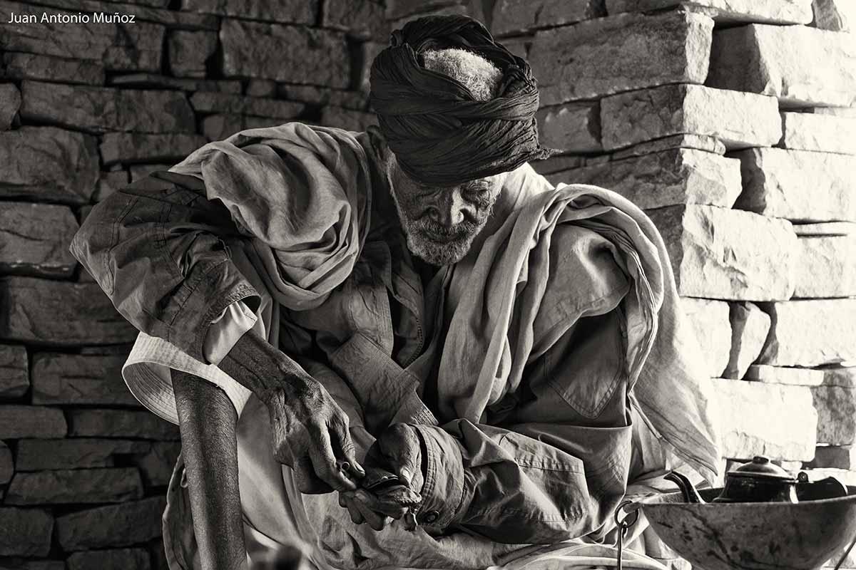 Preparando el cigarro. Mauritania
