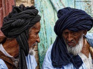 Ancianos en mercado Atar. Mauritania
