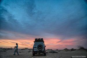 Atardecer con coche. Mauritania