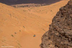 Coche en el cañón de arena. Mauritania