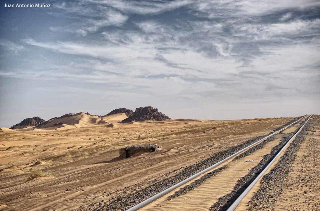 Vía en el desierto. Mauritania