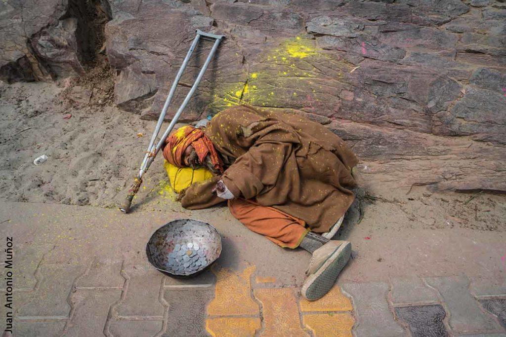 Mendigo en Holi. India
