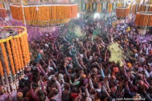 Holi en templo. India