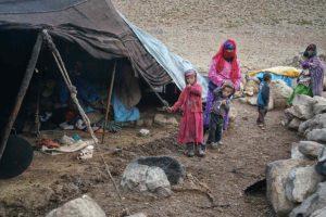 Madre e hijos en jaima. Marruecos