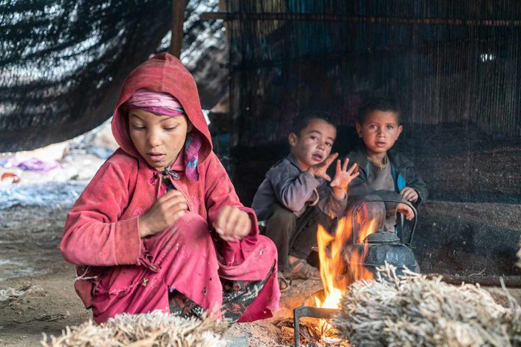 Niños bereberes en jaima. Marruecos
