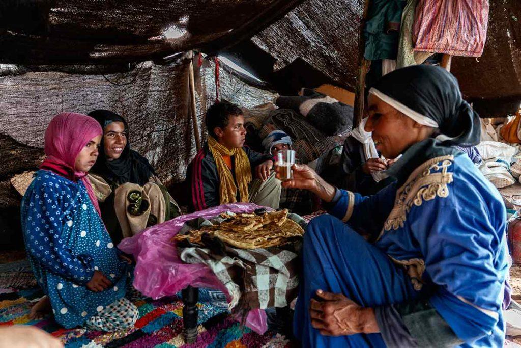 Comiendo en la jaima. Marruecos