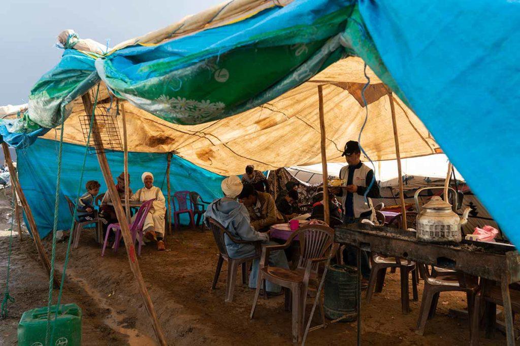 Bajo la carpa del mercado. Marruecos