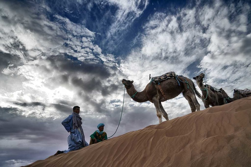 Camellero al atardecer. Marruecos
