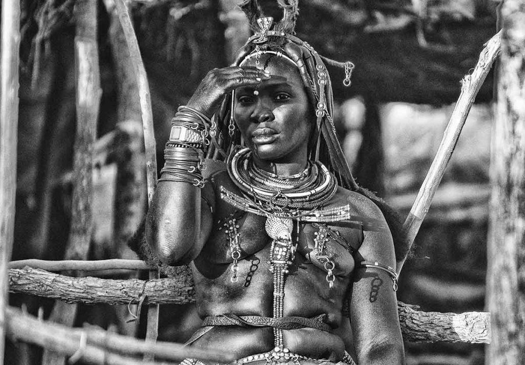 Himba en mercado. Namibia