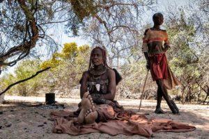 La señora Himba y el niño. Namibia