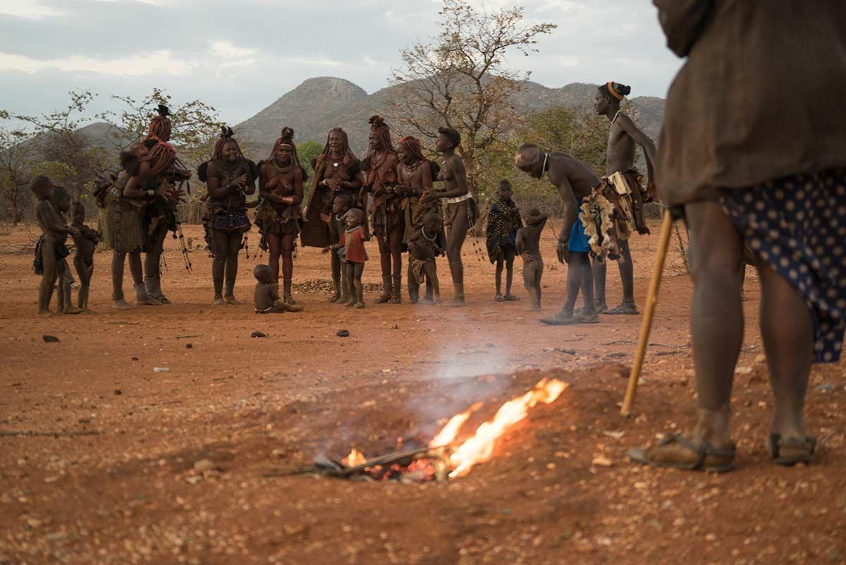 Cantando junto al fuego. Namibia