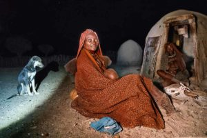 Perro en la aldea. Namibia