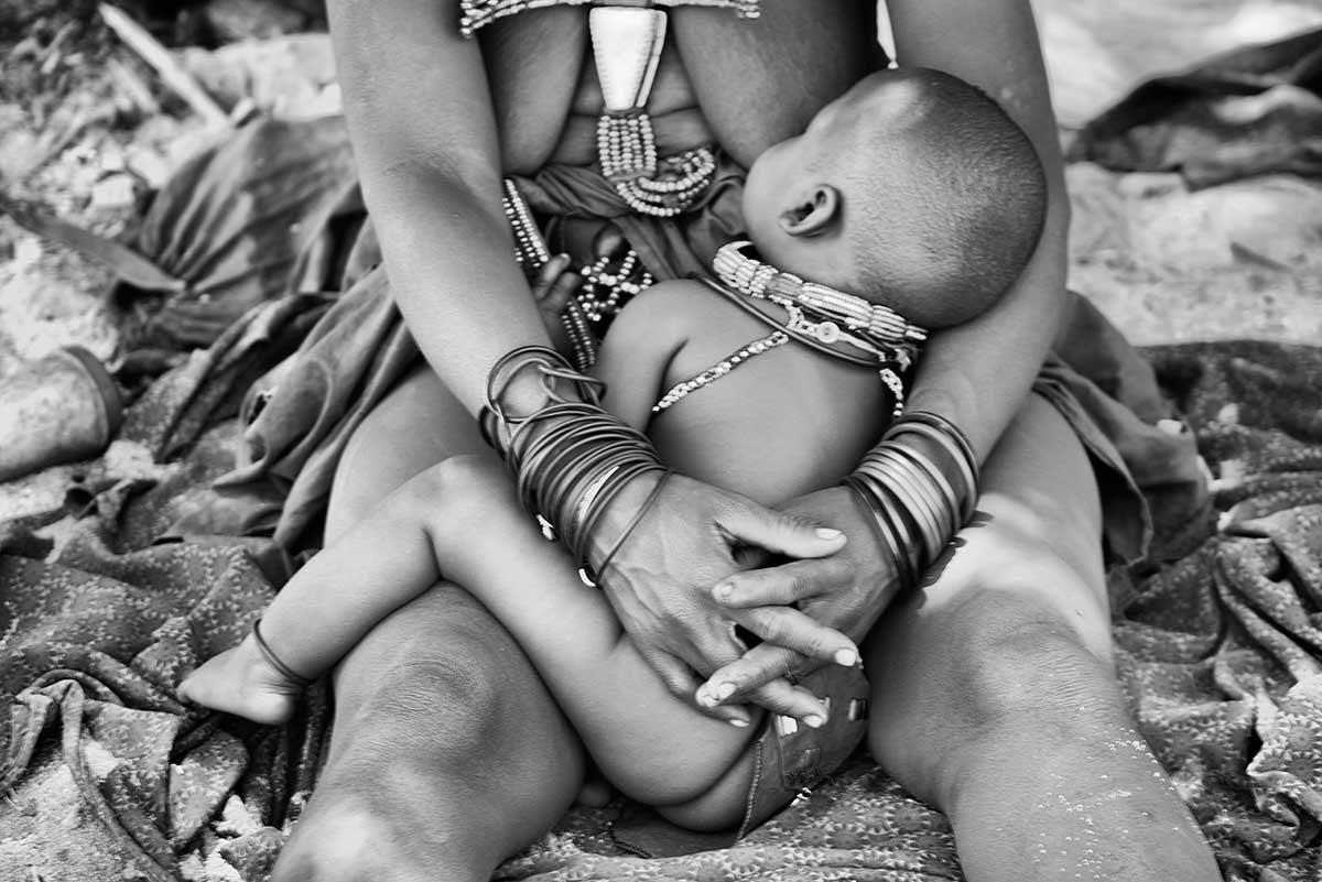 Bebé y madre. Namibia