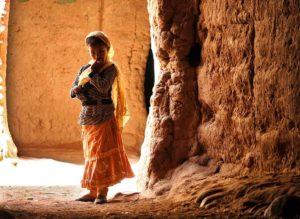 Niña en túnel. Marruecos