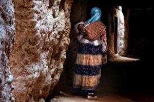 Madre con niño en Draa. Marruecos