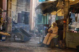 Sentado en el mercado. Marruecos
