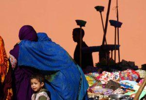 Sombras en mercado. Marruecos