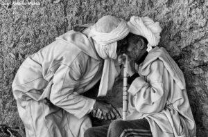 Ancianos hablando. Marruecos