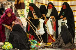 Enmascaradas en mercado. Irán