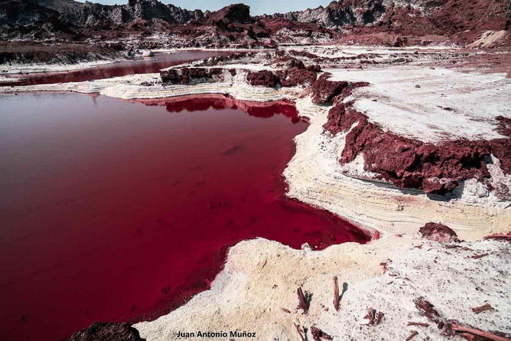 Lago rojo salado. Irán