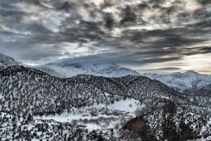 Pueblo nevado Tazaoute. Marruecos