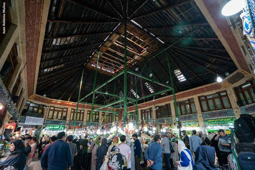 Plaza interior Bazar Tajrish. Teheran