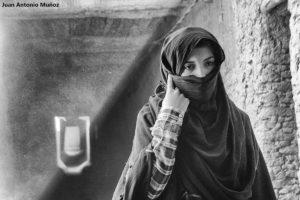 Mujer con velo. Marruecos