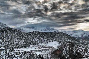 Pueblo nevado Tazaout. Marruecos