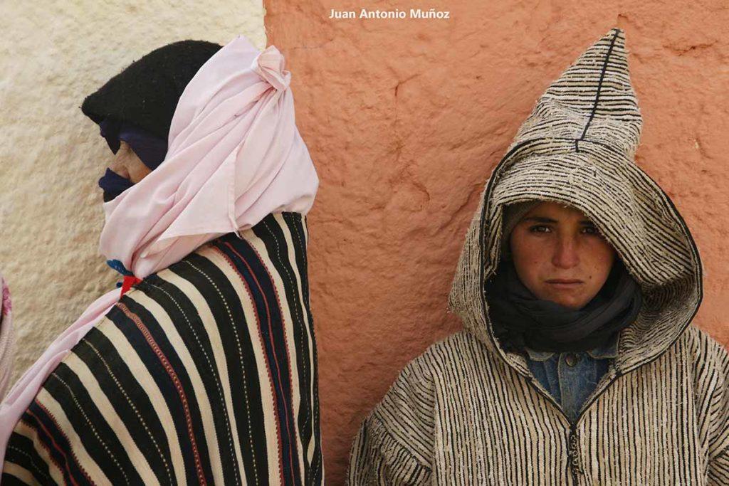 Mujer y chico Imilchil. Marruecos