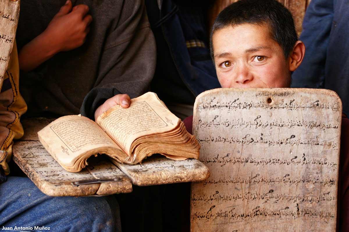 Tabla Corán y libro. Marruecos