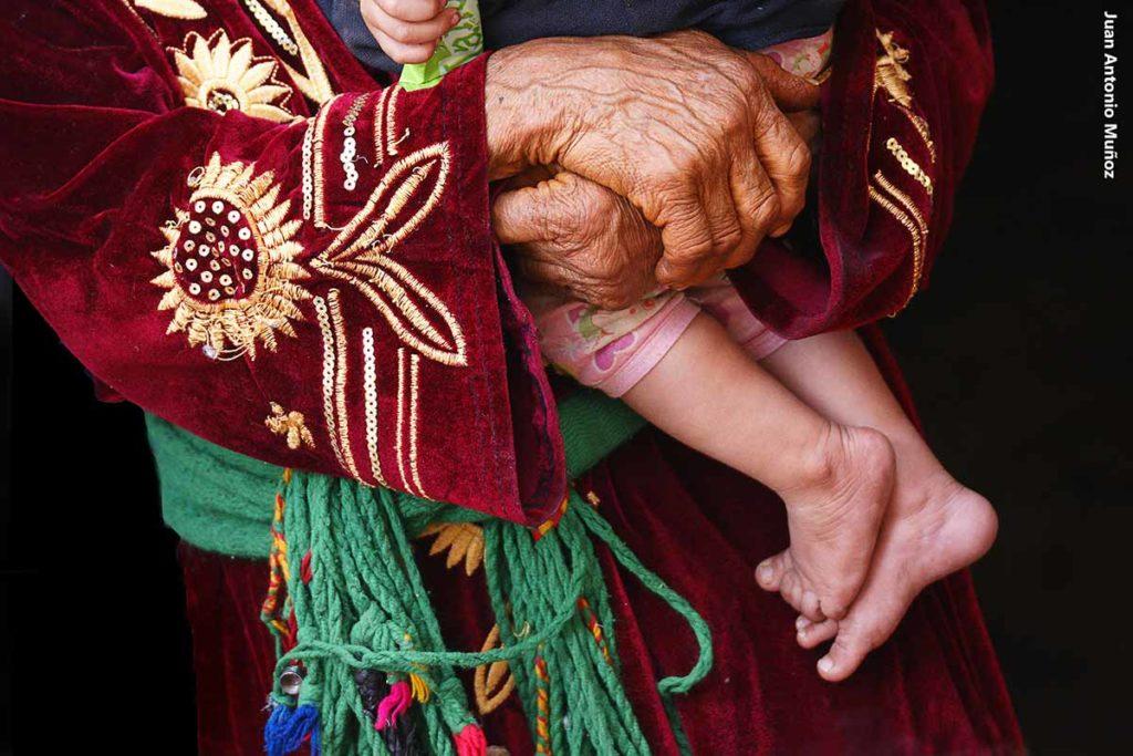 Anciana y niño. Marruecos