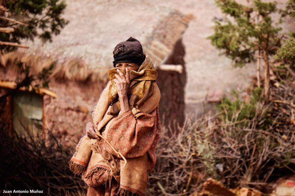 Mujer tapada Atlas. Marruecos