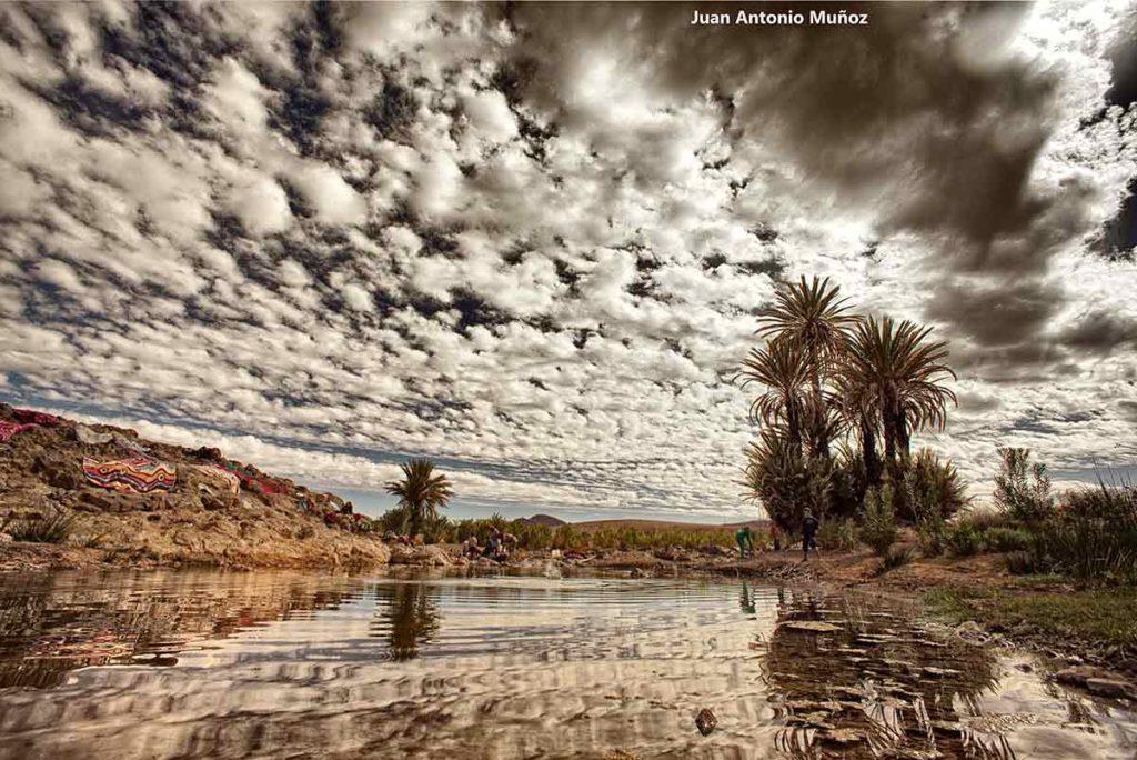 Lavando en río. Marruecos