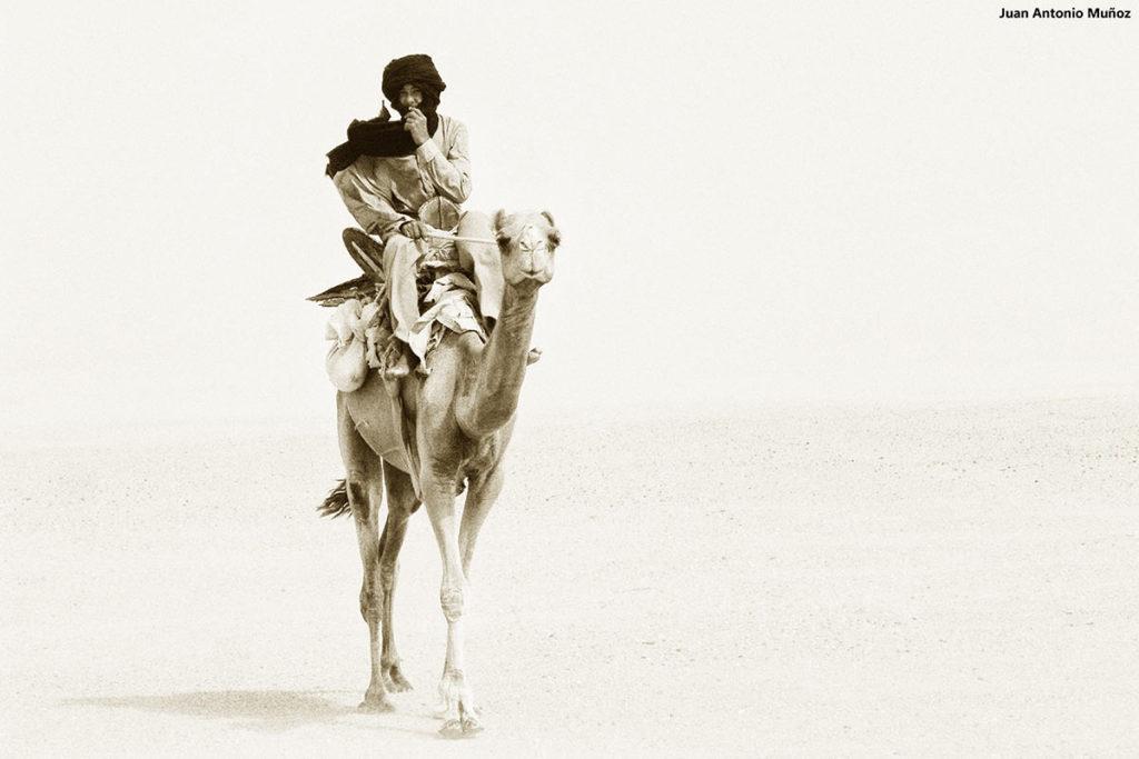 Cabalgando por el desierto. Marruecos